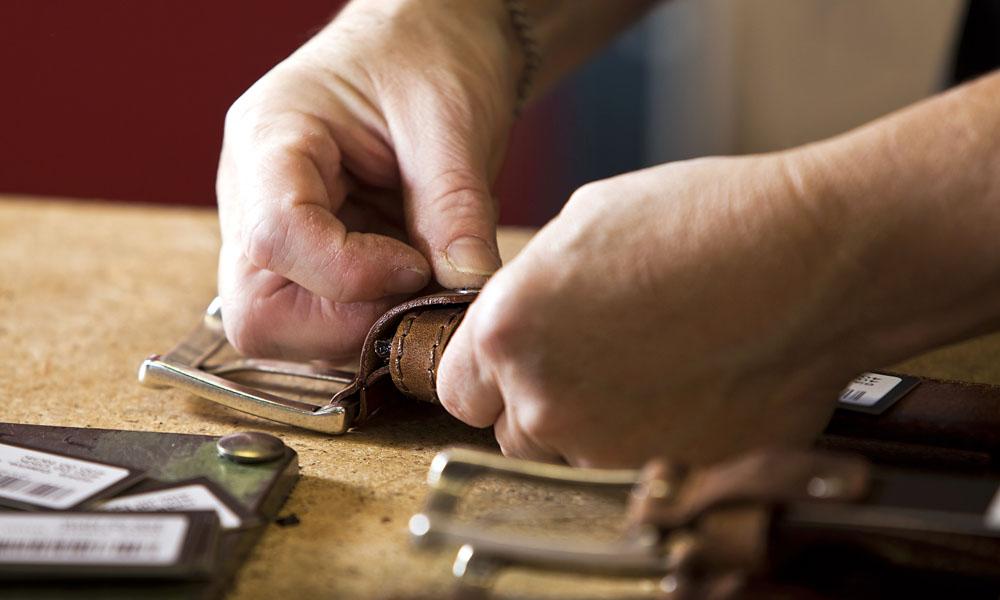 Montering af spænde i hånden
